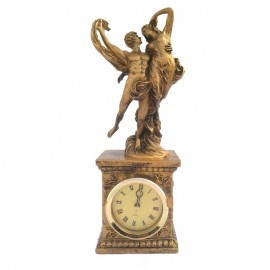 Cuplu dansand cu ceas