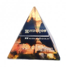 Piramida de sticla - Castelul Corvinilor