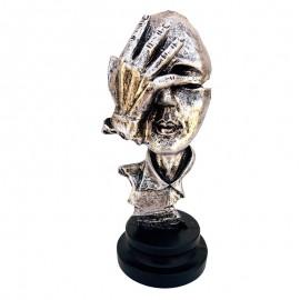 Statueta chip - ochi acoperiti